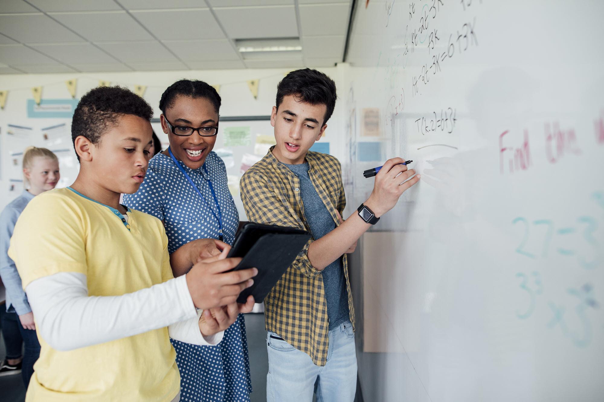 profesor con estudiantes